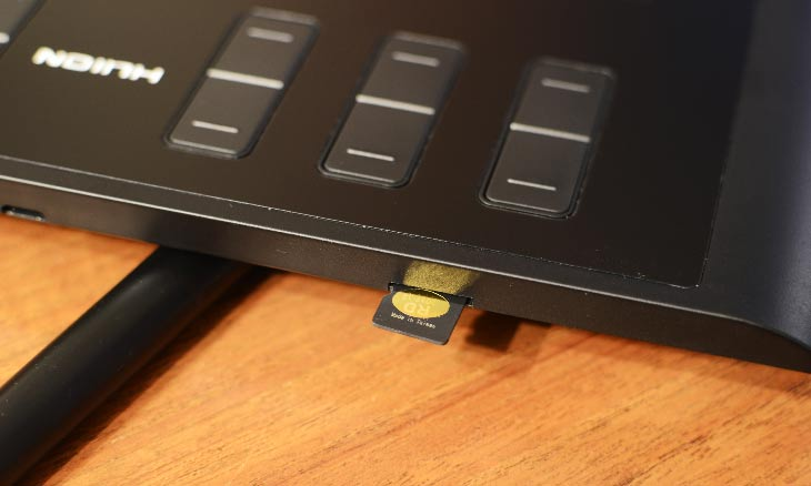 Slot micro Sd de la Huion 1060Plus.