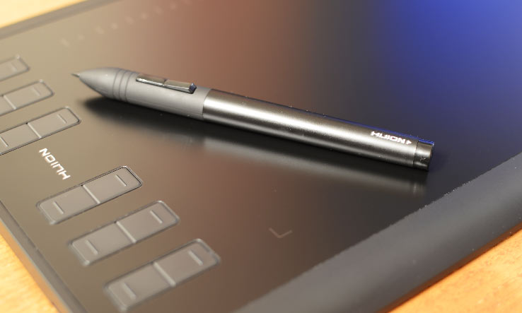 Huion 1060Plus tablette graphique avec son stylet.